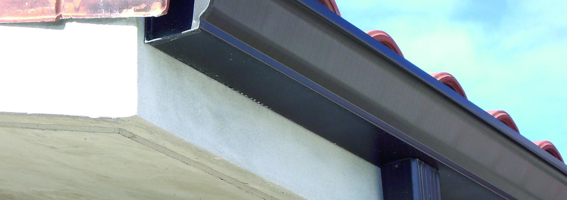 Servicios de limpieza y reparaci n de canalones ademas de for Canalon de aluminio